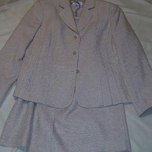 Pearl cream business suit